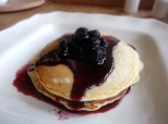 pancpancakes with blueberry sauce