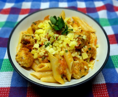 Mediterranean meat balls served with penne