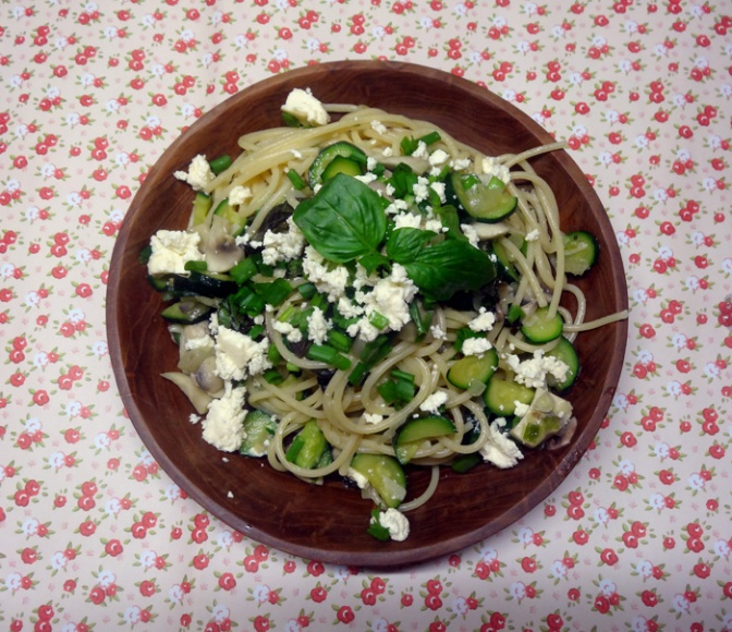 Spaghetti with mushrooms, baby zucchini, herbs and feta