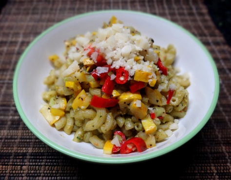 Elbow macaroni with pesto, peperoni and yellow zucchini
