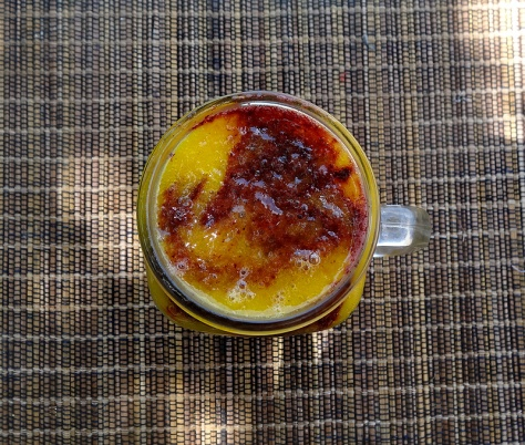 Mulberry mango smoothie